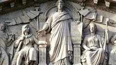 Fronton - statue de la République
